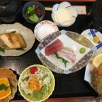 味の店 はらだ - 平日限定ランチ  三品付 刺身、焼物、揚物 1230円(税別)