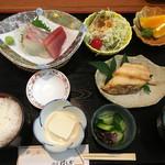 味の店 はらだ - 二品付  刺身、焼物(ホッケ) 920円(税別)