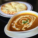 アジアンキッチン ララ - Aランチを豆カレーで。ナンはチーズナンに変更。