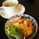 アジアンキッチン ララ - セットのサラダ&スープ。彩良いサラダ。