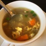 アジアンキッチン ララ - スープも具が色々。