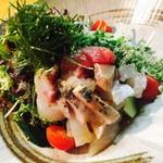 お刺身たっぷり海鮮サラダ