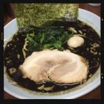 三國家 - 黒ラーメン 750円