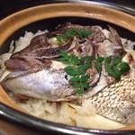 梨庵 - ◆鯛の炊き込みご飯・・立派な「「お頭」が入っていますよ。 鯛の旨みが出た出汁の味わいもいいのですが、生姜がいいアクセントになっいてこれも美味しい。
