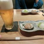 和食と炭火焼 三代目 うな衛門 - エビス生600円、お通し450円