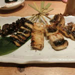 和食と炭火焼 三代目 うな衛門 - 「鰻の串焼き盛り5本」1,500円
