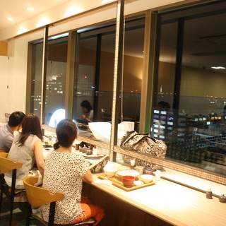 13階からの眺めは格別。夜景も見れるカウンター席♪