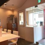 蕎麦 魯庵 - すっきりとした清潔感のある店内1