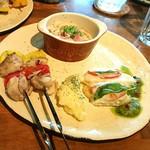 Cafe LINQ Takasegawa - 上・そうめん。つゆがすごく美味しい。 左・チキンのBBQ 中央・バター風味のポテト。 右・タラのバジルソース。チーズとトマト乗せ。