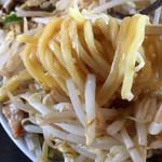 70837281 - 太麺は固茹でで最高に美味しい。