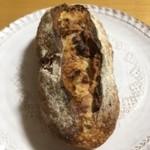 70838232 - プルーンのハード系パン