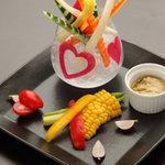 パラドール ドゥ カグラ - 四季の香り漂う新鮮野菜。自家製の特製ソースとの相性抜群。どんなお酒ともお友達になれます。