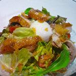 バラクーダ - 鶏のロースト温玉サラダ