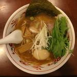 らーめん登楽 ふみや - 醤油味玉らーめん(770円、真上から)