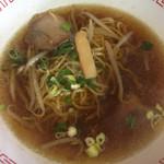 長興 - 醤油らーめん スープがわりに 麺は少な目