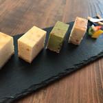 70843943 - 4種のアソートチーズケーキプレート