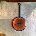 70844644 - シブい掛け時計。