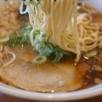 尾道らーめんベッチャー - 平ちぢれ麺ですが、それほど極端ではありません(2017.7.31)