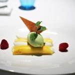 70849306 - パイナップルのカネロニ仕立て バジル風味のパイナップルのソルベ ムラングシトロン