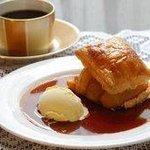 コーヒーパーラー ヒルトップ - 特製りんごパイ アイスクリーム添え  1,350円