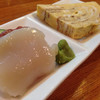 気楽屋 - 料理写真:お通し ホタテ刺 マグロ刺 玉子焼