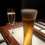 焼鳥スエヒロガリ - 若い女性を口説くオジサンのようですが、ビールは私です