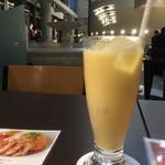 カフェ・トリアノン - マンゴーラッシー