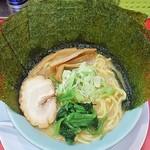 70853574 - ラーメン720円麺硬め。海苔増し100円。