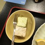 とんかつ 井泉 - デザート。プチケーキ2個。