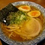 實 - 醤油ラーメン(690円)+煮玉子(100円)
