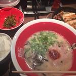 味壱家 - 鉄鍋餃子セット(850円)