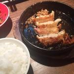 味壱家 - 鉄鍋餃子