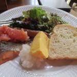 70857469 - メインのお皿は好きな物を選んでたらサラダや焼魚、明太子などの和洋折衷になってしまいました。