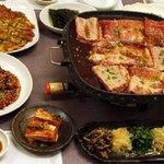 鍋ふるさと - 男性はもちろん、コラーゲンたっぷりの韓国の味覚は女性にとっても見逃せません。