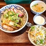 タイ料理バル タイ象 - バミーヘン(タイ風まぜそば)900円 スープ、サラダ、デザート付き