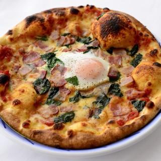 《自家製手打ち手ごねの「ピザ」》