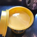 スターバックス・コーヒー - カップと同じ色のプリン