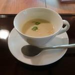 ゆるカフェ日和 manaya - カリフラワーと新玉ねぎのスープ
