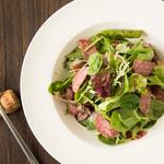 菅原さんの肉厚ベビーリーフを使った フランス産そら豆とペコリーノチーズのサラダ