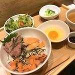 pier69 - スモークサーモンとネギトロ丼