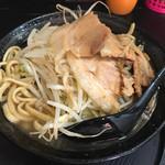 自家製太麺 ドカ盛 マッチョ - ラーメン並、野菜ちょいまし(700円)