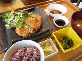 やさい家めい 上野店 - 鶏と豆腐のふわふわメンチカツ