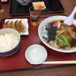 70875813 - ラーメンと餃子のセット