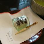 鍵善良房 - 僕のん(*^^*)白小豆のこし餡と小豆が透けて何とも涼やか