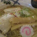 麺 玉響 - あられ玉が心に響き最後までスープの余韻を残すよう語っています。