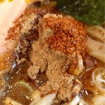 麺処 井の庄 - 魚粉と戸小柄氏の山