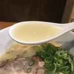 ラーメン こんじき - 塩鶏白湯スープ