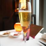 70882549 - シャンパンと紹興酒のカクテル