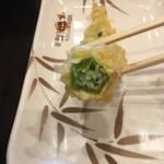 丸亀製麺 - オクラ天断面