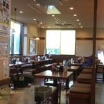 丸亀製麺 - テーブル席エリア